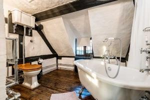 Brookside Cottage Bathroom