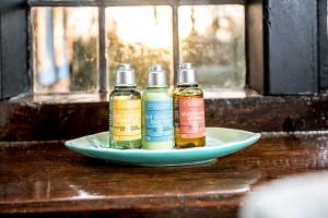 Brookside Cottage Bathroom Feature4