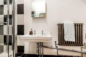 Brookside Cottage Bathroom Feature5