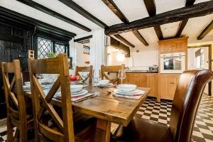 Brookside Cottage Dining Area