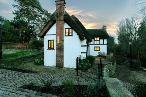 Brookside Cottage Exterior4