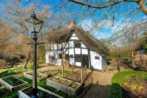 Brookside Cottage Exterior9