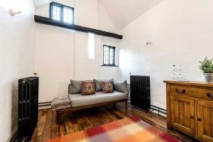 Brookside Cottage Lounge Area4