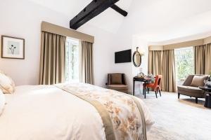 Burnside Executive King Room Featured