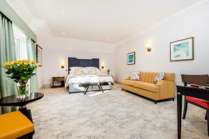 Burnside Grand SuperKing Featured Room