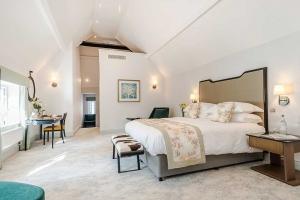 Burnside Suite Super King Bed Layout