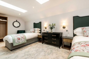 Burnside Suite Twin Beds Feature2
